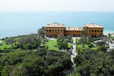 Villa by the sea in Rome