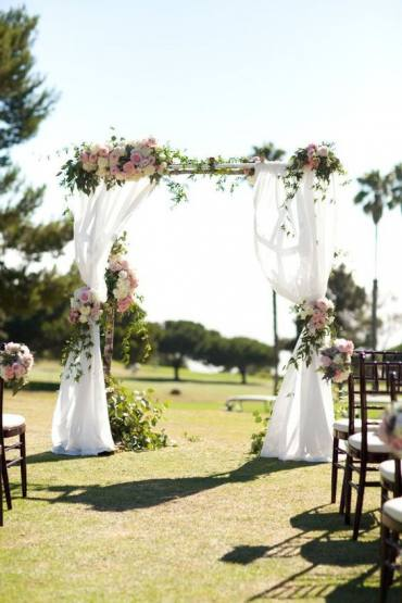 How to Choose a Wedding Arch